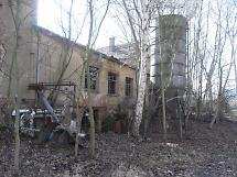 Produktionsgebäude vor dem Abbruch
